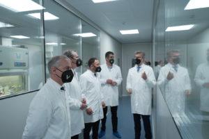 Visita Iñigo Urkullu, Markel Olano, Eneko Goia y Denis Itxaso a las nuevas instalaciones VIVEbiotech